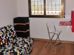 Dormitorio con sofa cama de 1,35 y armario modular