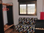 Dormitorio con sofa cama de 1,35