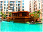 Book a room with the cozy atmosphere of a large water park in Pattaya sea food and entertainment