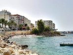 The small beach infront of the building. Next on the right handside is the long Loutraki beach