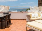 Private terrace Chill out with incredible views // Terraza Chill out privada con vistas increíbles.