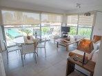 Living room and dinner room / Sala de estar y comedor - ComprandoViajes