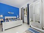 Camera Blu mare