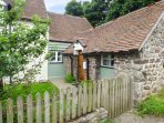 GATE HOUSE ANNEXE, lawned garden, Grade II listed, great walking opportunities