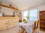 A3 Treći kat - Bijeli (4+1): kitchen and dining room