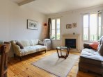 Quiet and relaxing living room in the heart of the city, in a quiet part of historic Old Nice