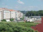 vista desde la ventana pistas de tenis y actividades deportivas a pocos metros
