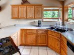 This full kitchen has everything you need to cook a delicious meal!