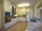 Villa Karibu - Kitchen