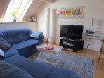 Wohnbereich mit TV, DVD,Radio-CD und großem Sofa