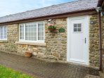 CURLEW, family friendly, country holiday cottage, with a garden in Haydon