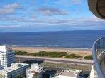 Balcon living comedor con vista al mar