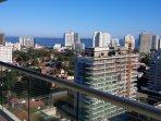 Vista desde el balcon a la playa mansa e Isla Gorriti ( hermosos atardeceres)