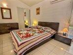 Villa 1 : chambre double climatisée