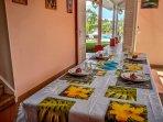 Villa 1 : patio pour prendre les repas