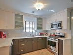 This kitchen is fully equipped with everything you need to prepare your favorite meals!