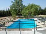 piscina con cerca de seguridad