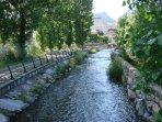río y paseo