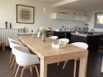 salle à manger cuisine ouverte vue mer