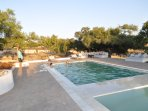 Le riad Tigmin Eden a des espaces pleins - air , rez de chaussé , Jardin, terrasse et piscine avec r
