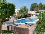 vista general piscinas y terraza comunitaria