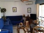 salon comedor con aire acondicionado y ventilador de techo