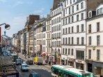 La place de la Bastille est au bout de la rue !