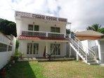 Le toit terrasse de Lacaze TiMay vous attend à Port Mathurin dans son appartement tout équipé pour 5