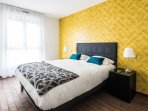 First Bedroom / 1ere chambre