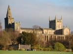 Dunfermline Abbey viewed from Pittencrieff Park.