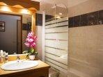 Salle de bain avec baignoire, Les Hauts de Préclaux, Les Orres 1800