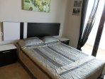 Dormitorio con teraza