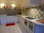 Très grande cuisine de plus de 30m2 prolongée par un office ,2 LV Miele, 2 fours à pyrolise...