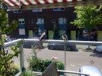 Gelegen in een rustige woonwijk met eigen parkeer plek
