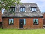 LAUREL, pet-friendly cottage, country views, garden, close Cromer, Southrepps Re