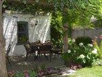 Garden-Patio / Outdoor Dining / Gas Grill