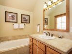 Clearwater Townhome 86 - Master bathroom with jacuzzi tub