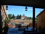 terrazza in the kitchen with a panoramic view on the Val d'elsa landscape
