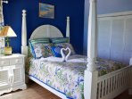 Master Bedroom with Ensuite & Queen Sized Bed