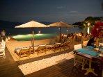 beach bar NV just 500m away for dinner or drinks