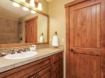 Discovery Chalet 378 - guest bathroom