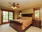 Discovery Chalet 256 - king sized bed