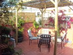 Amplia terraza privada para tomar el sol!