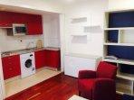 Cocina dotada de microhondas,lavadora secadora,frigorifico.