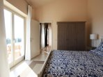 Bedroom with comfortable king size bed - access to roof terrace (MELOGRANO)