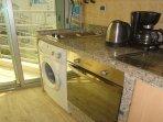 Équipements cuisine (Four Eléc, M à laver, Grille-pain,Bouilloire,Cafetière,etc)