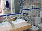 Baño de la habitación AlNasim