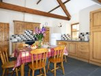 Self-catering holiday cottage on Cardigan Bay - open plan kitchen/dining/sitting room
