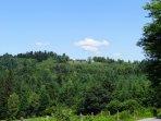 Posée au sommet d'une colline de 7 hectares