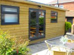 Summerhouse with 6/7 person Hot Tub & ensuite Shower with w.c.